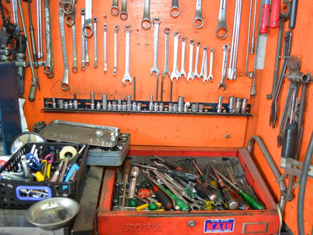 ぎっしりと並べられた工具類