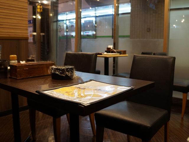 北九州KOKU蘭うどん店内テーブル