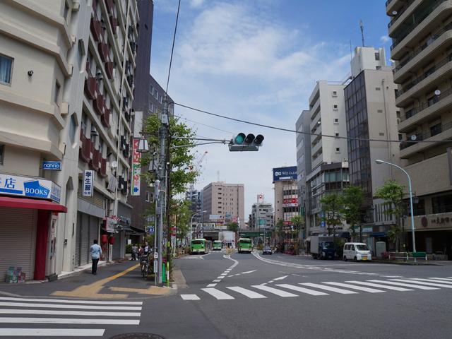 山手線大塚駅が見えてきます