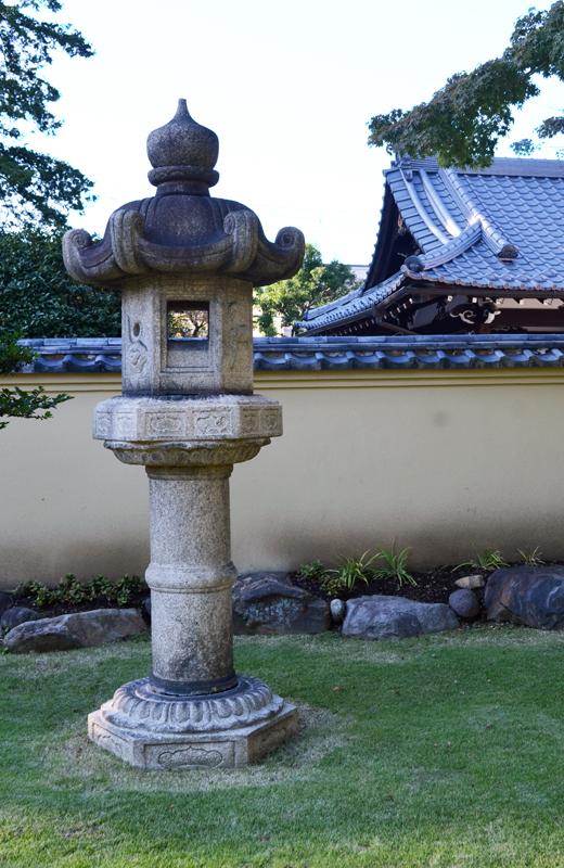肥後細川庭園の春日灯篭