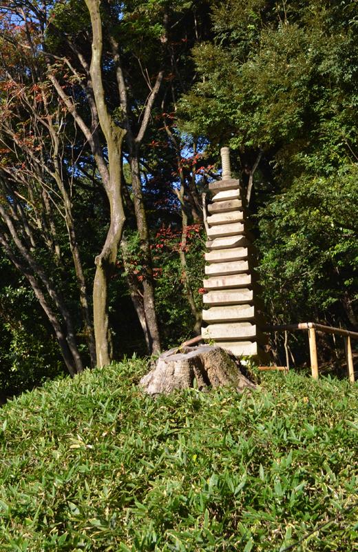 肥後細川庭園の十三重塔