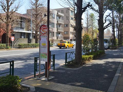 B~ぐるバス停、目白台運動公園