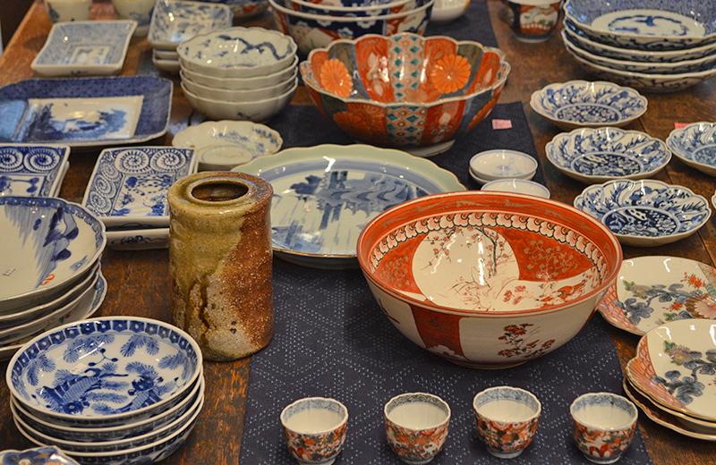 店内の陶器/音羽画廊